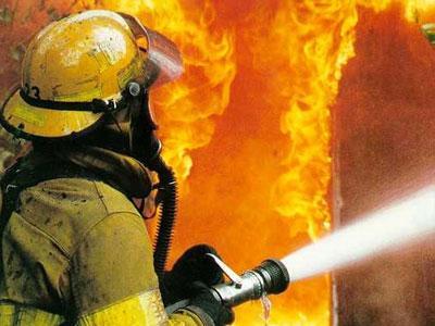 Пожар в Витебске: из горящей квартиры спасатели вынесли мать и дочь