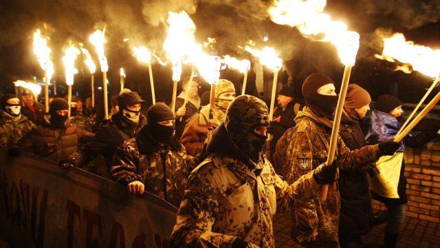 шествие украинцев с факелами