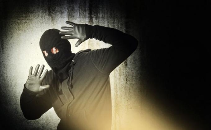 Витебский пенсионер оказал сопротивление вооруженному преступнику