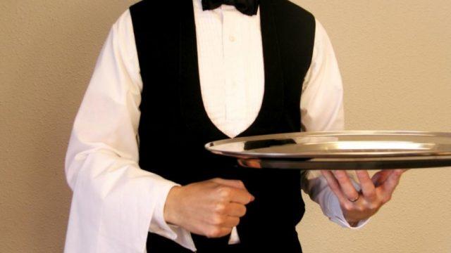 В США мужчина оставил официанту $11 тыс. чаевых