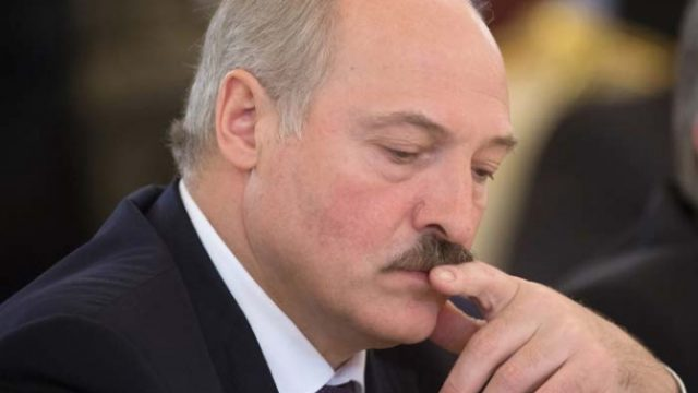 Белорусы стали меньше доверять Лукашенко