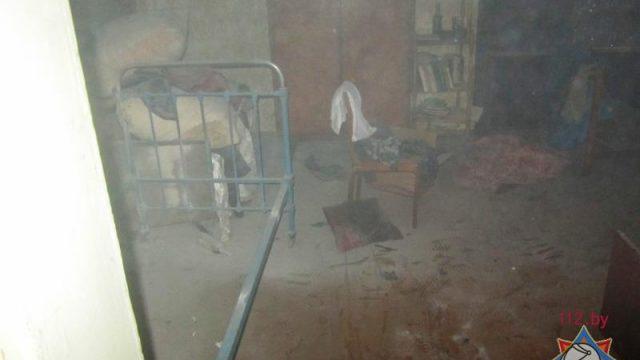 При пожаре в Волковыске сотрудники МЧС спасли отца и сына