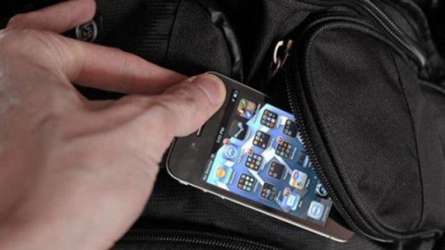 В Борисовском районе гостья украла мобильный телефон у хозяина квартиры