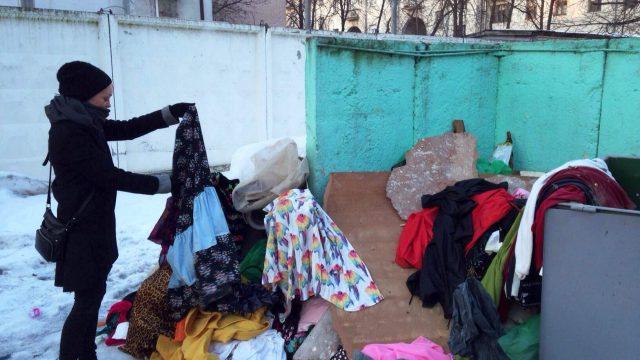 гардероб Езерской выбросили на мусорку