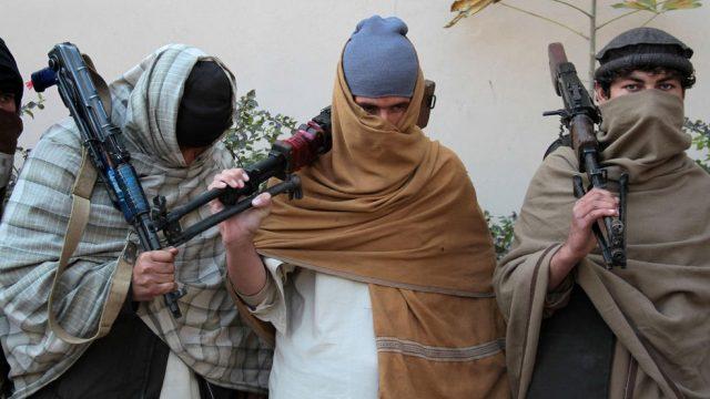 бойцы Талибана ссдаются