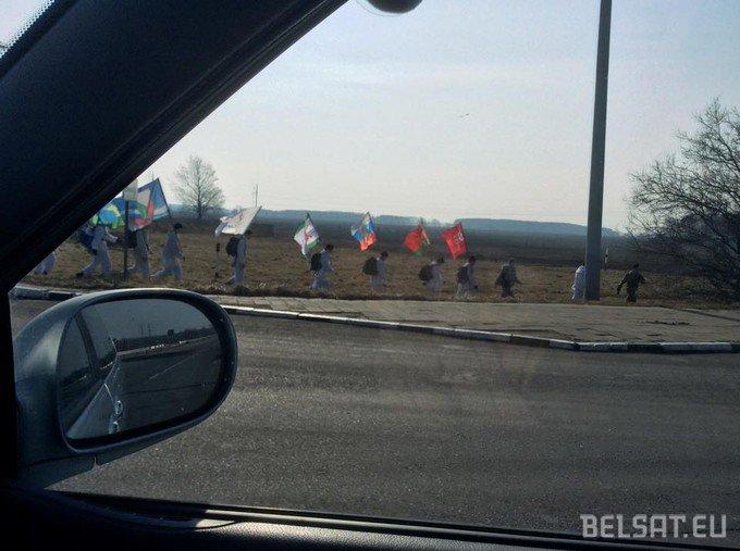В Жабинсковском районе заметили группу людей в зимнем камуфляже