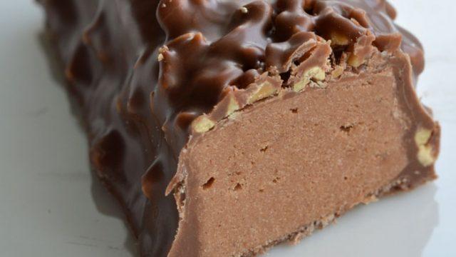 Под Минском мужчина с ножом похитил два шоколадных батончика