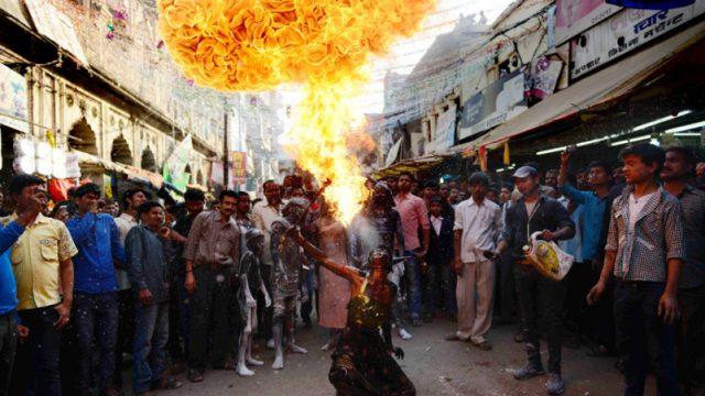 индиец владеет огнём