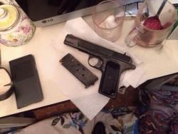 У двух минчан оперативники нашли пистолет и наркотики