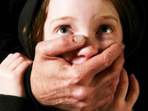 В Лидском районе мать сдавала свою дочь педофилу