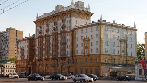 В Москве голый мужчина перелезал забор здания Посольства США