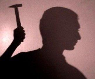 В Гродно 18-летний парень жестоко избил бомжа молотком