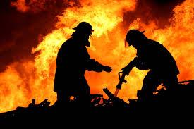 При пожаре в Глубокском районе молодая мать выпрыгнула из окна с ребенком