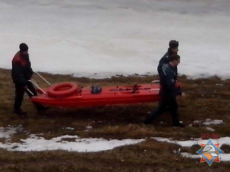 В Витебске сотрудники МЧС спасли рыбака с отколовшейся льдины