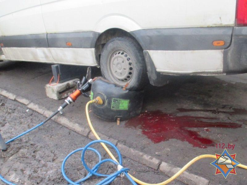 ДТП в Могилёве - пенсионерку зажало под колесом микроавтобуса