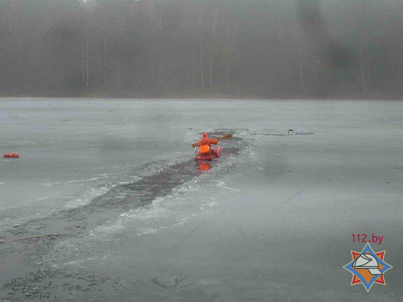 В Свислочском районе спасатели вытащили двух мужчин из ледяной воды