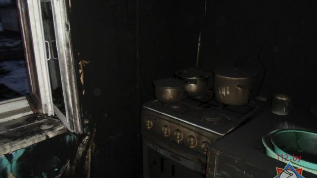 Пожар в Дрогичине: сотрудники МЧС эвакуировали 10 жильцов