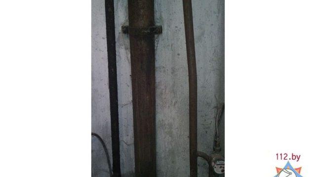 В Воложине мужчина застрял головой между труб в туалете