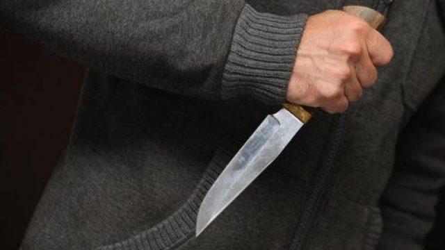 ударить ножом