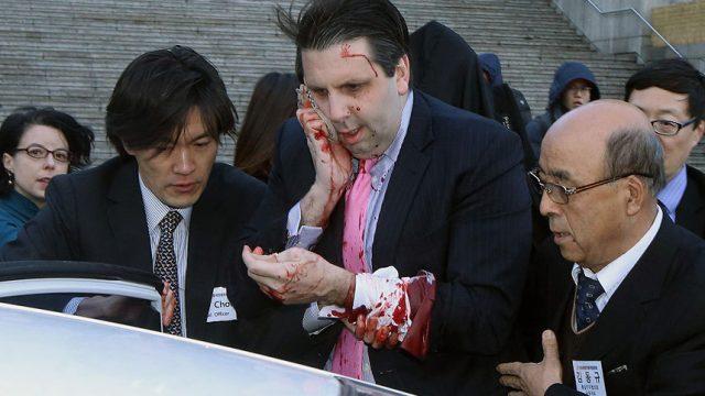 Послу США в Южной Корее порезали лицо