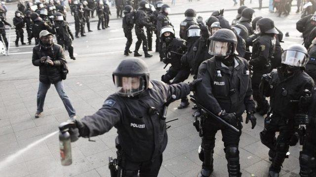 столкновение с полицие