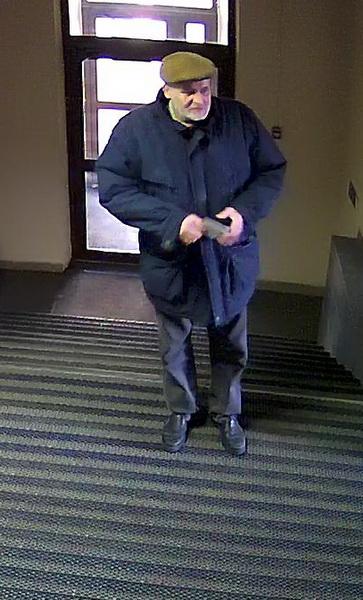 В Минске пожилой мужчина украл пакет с планшетом из одного из учреждений