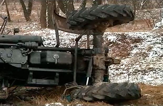 Две аварии в Мозырском районе: пассажирский автобус и трактор с прицепом вылетели на обочину