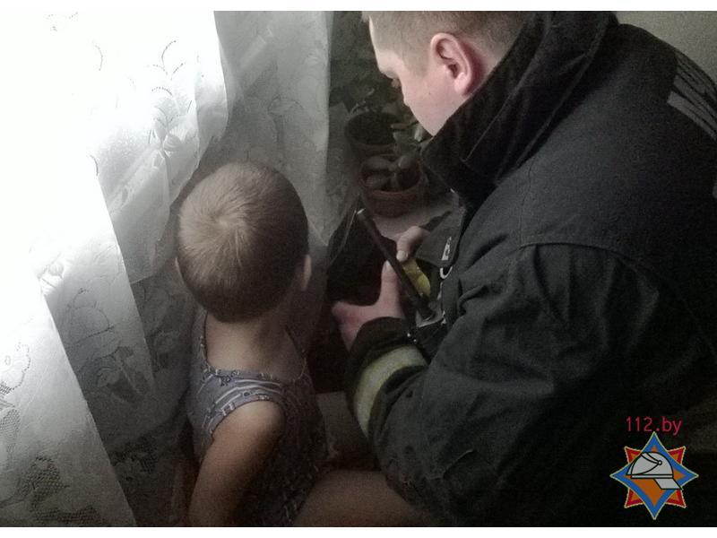 Пятилетний ребенок просунул руку в батарею- потребовалась помощь МЧС