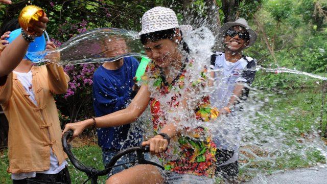 фестиваль брызг воды