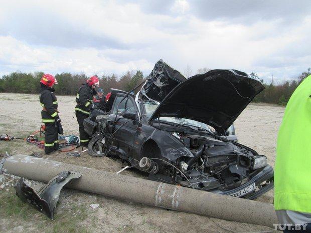 """В Гомеле автомобиль """"БМВ"""" врезался в столб - пассажир скончался на месте"""