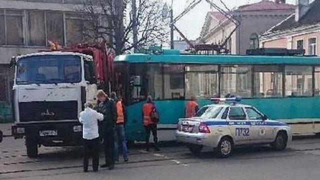 В Минске трамвай врезался в мусоровоз