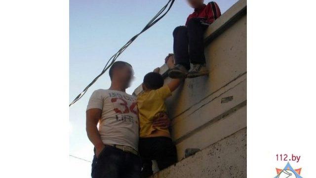 В Минске ребенок застрял ногой в проеме трансформаторной будки