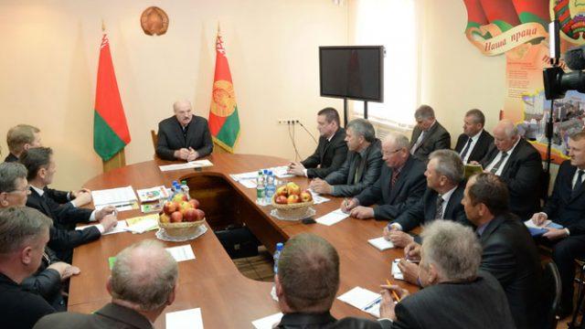 Лукашенко с фермерами