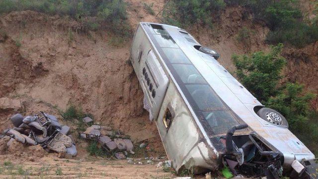 автобус упал в овраг