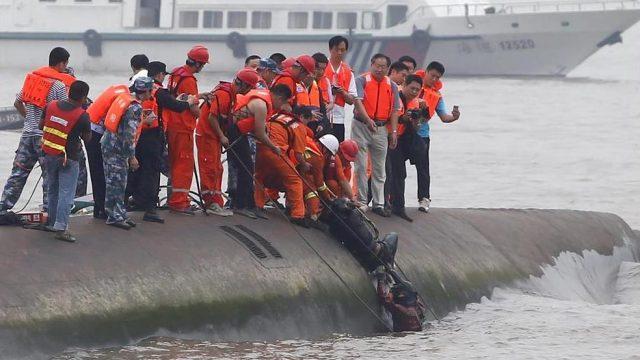 спасение человека из затонувшего парохода