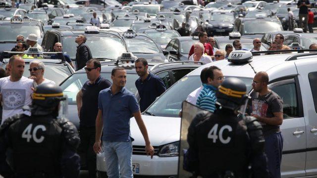 таксисты заблокировали дороги