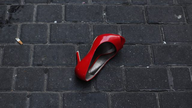 туфля на асфальте