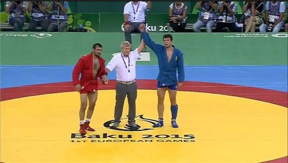 На Евроиграх белорусский спортсмен на плечах унес травмированного соперника