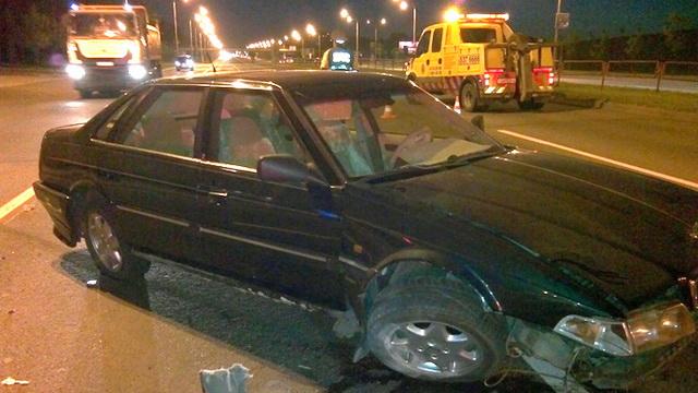 После наезда на бордюр минчанин оставил автомобиль и покинул место дтп