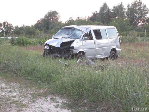 В Гомеле водитель микроавтобуса врезался в столб и погиб