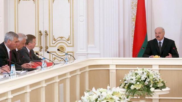 Лукашенко - Накануне выборов глупых инициатив от правоохранительных органов быть не должно