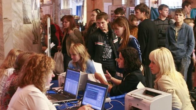 В Минской области уменьшилось число вакансий и увеличилось число безработных