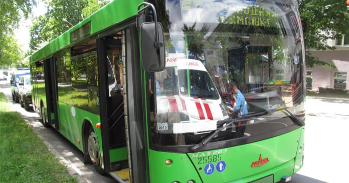 В Минске мужчина набросился с ножом на пассажира автобуса