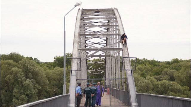 Гомельский епископ отговорил 19-летнюю девушку прыгать с моста