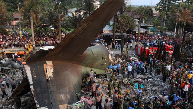 разбился самолёт в Индонезии