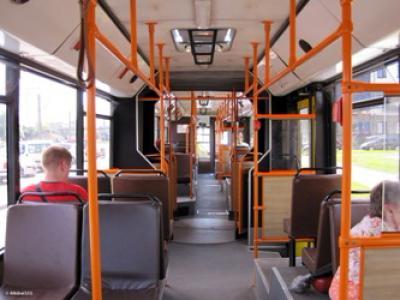 В Гомеле пожилой пассажир автобуса потерял равновесие и упал