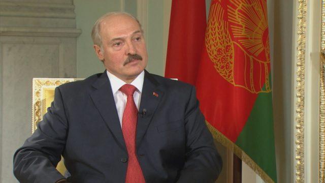 Лукашенко потребовал своевременно выплатить гражданам пенсии и пособия