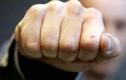 В Червенском районе ревнивый супруг избил жену так, что у нее разорвался желудок