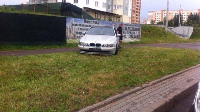 """В Минске водитель """"БМВ"""" вылетел с дороги и совершил наезд на пешехода"""