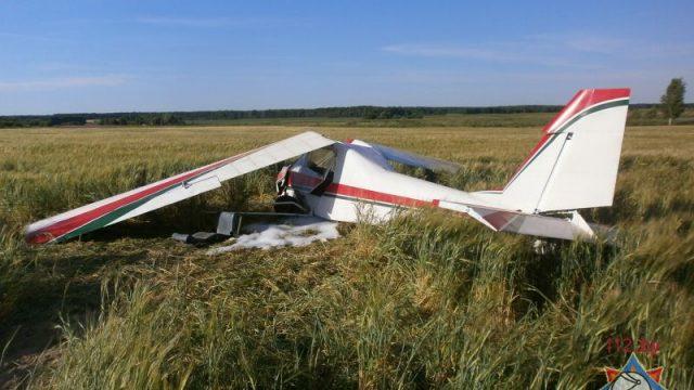 В Круглянском районе упал самолет - пилот получил травмы
